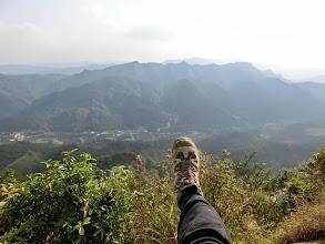 Photo: 怎麼今天老婆很喜歡腳踢尖山?
