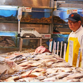 Buying Seafood by Joatan Berbel - People Street & Candids ( cultural heritage, market, colorful, seafood, chinese )