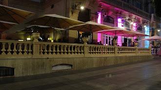 Los bares de Almería tendrán que cerrar a la una y las discotecas de forma total.