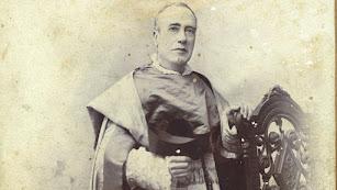 Bartolomé carpente  en un retrato en el estudio de Victoriano Lucas en 1910.