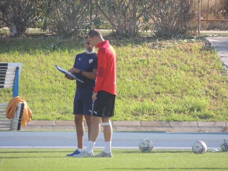 José Gomes habla con Petrovic.