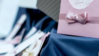El hecho de incluir el número de cuenta en las invitaciones tiene su parte positiva. A los novios (y a sus padres) se les ahorra la responsabilidad d