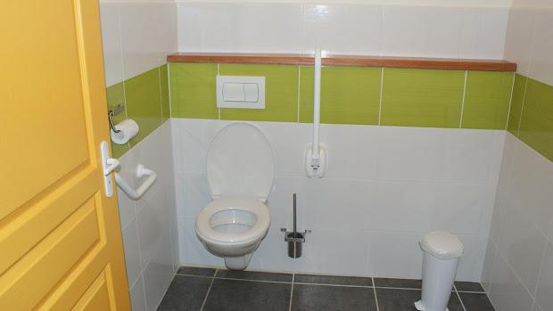 La Grange gîte accessible tous handicaps : wc adaptés