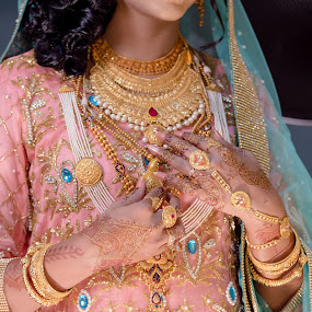 Makeup and Jewellery Details of a Bride  by Faisal Enam - Wedding Details ( bangladesh, bangladeshi, makeup, jewelry, gold, bride,  )
