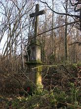 Photo: Krzyż, najbardziej widoczna pozostałość dawnej osady Bursztet, przy niemiłosiernie dziurawej drodze pomiędzy Opawicą a Dobiaszowem.