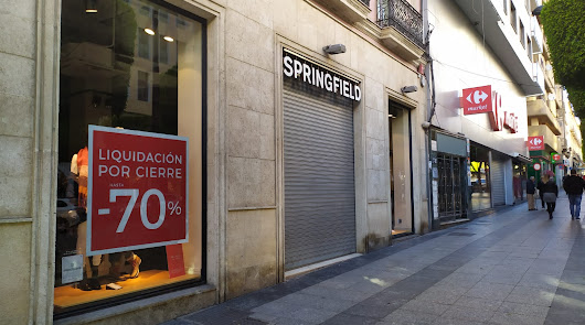 Springfield anuncia el cierre de su tienda en el Paseo de Almería