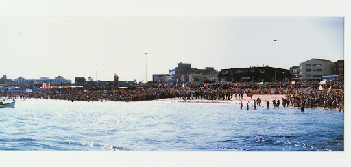 Welcome Crowd for Olympic Torch to North Bondi