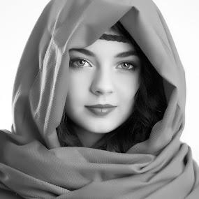 Natural Beauty by Scott Myler - People Portraits of Women