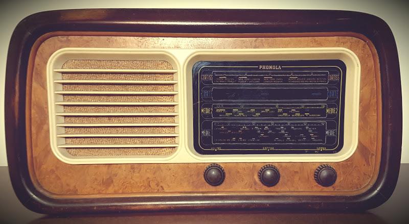 Come ogni ascoltatore della radio sa, è incredibile quante cose puoi vedere con le tue orecchie. di Giannigiansanti