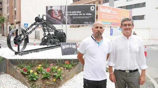Adra dedica a la afición motera su nueva rotonda en Avenida del Mediterráneo