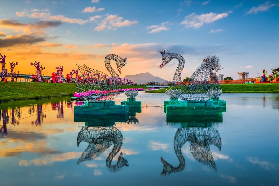 天鵝夕曲 by Gary Lu - City,  Street & Park  City Parks ( waterscape )