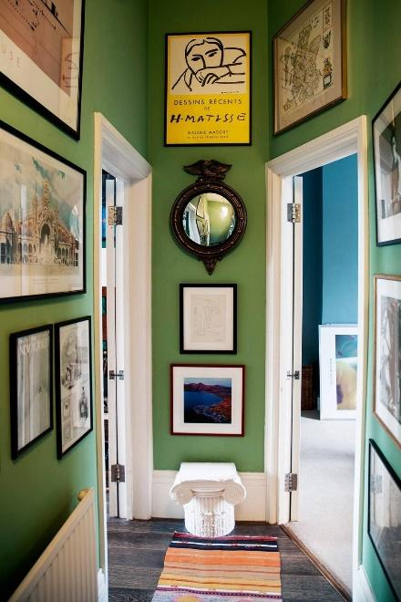 Paint The Corridor Wall With An Eye-Catching Color