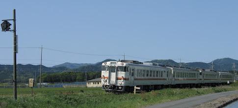 Photo: 2013年5月8日 宮川←田丸 間 伊勢市行き普通 915D列車