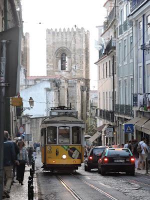 Road for Lisboa  di Eleonora_Mos