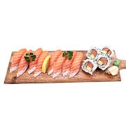 47. Medium Salmon Sushi