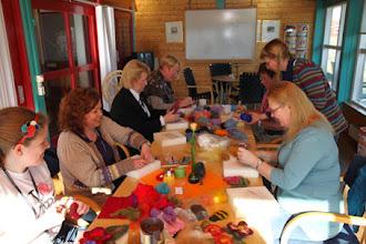 Photo: Hos Madelene Kristansson kunde man på lördageftermiddagen få en kurs i nålfiltning.
