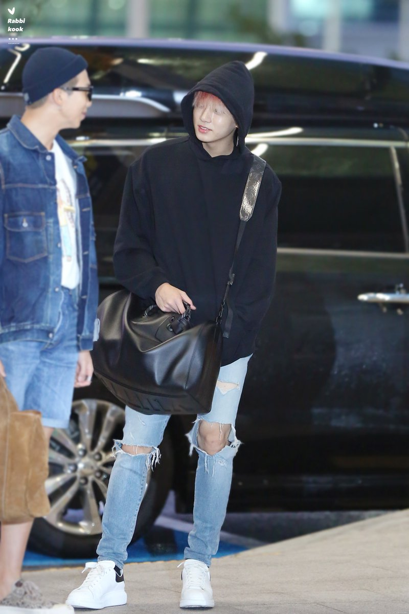jungkook black bag 5