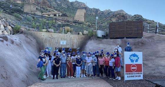 El club de lectores 'El Pastorcico de Pulpí' visita la Geoda en el Día del Libro