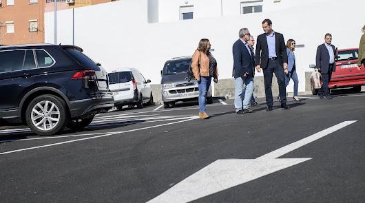 Los vecinos de Piedras Redondas estrenan aparcamiento