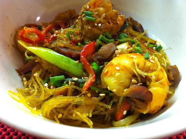 Vermicelli Noodles With Prawns And Peppers.