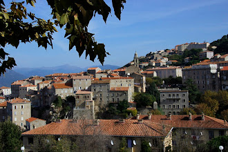 Photo: Sartène,  se situe dans les montagnes à 14 km  de Propriano.