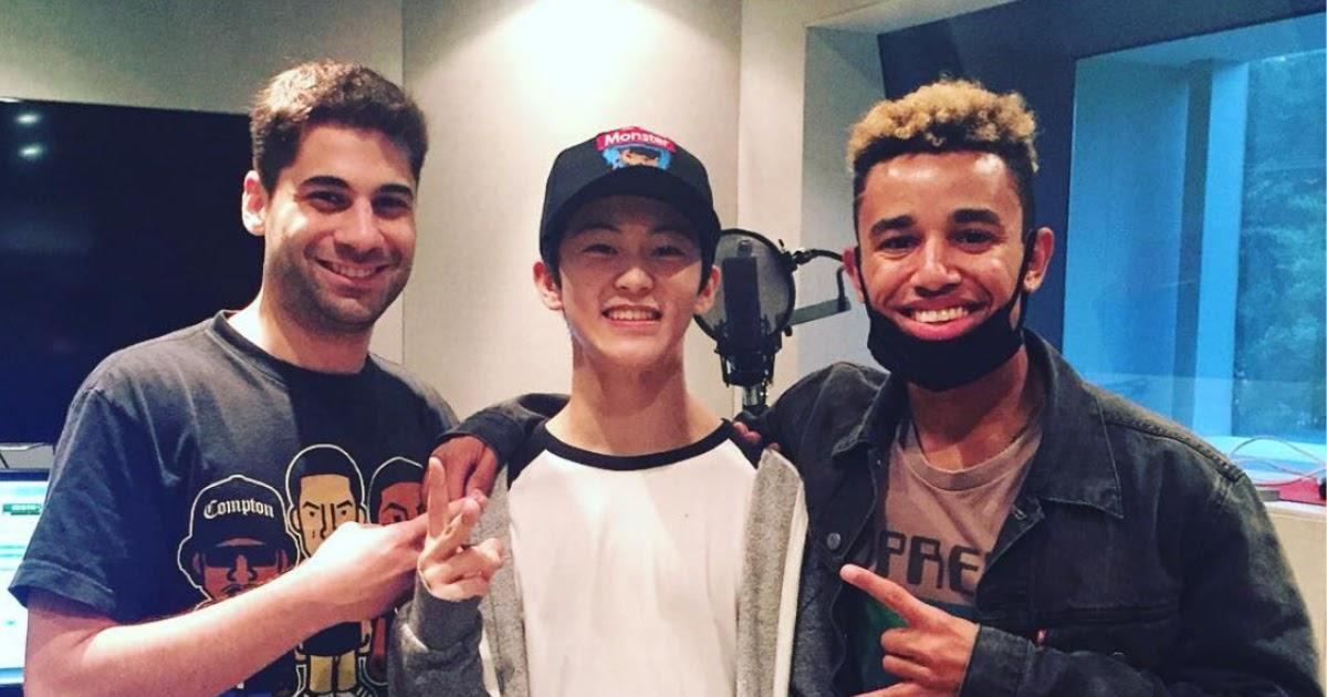 Lagu berjudul 'ME ME WE' digarap dengan serius dan libatkan produser ternama yang sering ciptakan hits bagi para Kpop Idol