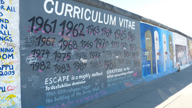 "Photo: East Side Gallery; Susanne Kunjappu-Jellinek ""Curriculum Vitae"""