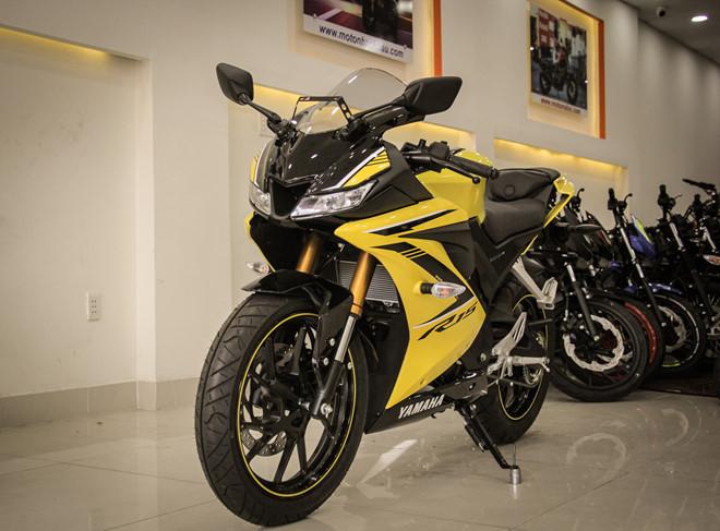Yamaha YZF-R15 mau vang racing ve Viet Nam, gia 78 trieu hinh anh 1
