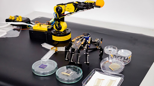 The NTU robotic system is capable of processing information efficiently with minimal wiring and circuits.