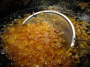 Photo: frying shallots 2