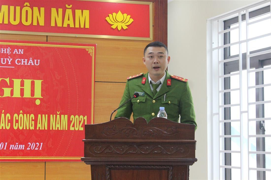 Đại diện các Đội nghiệp vụ Công an huyện trình bày tham luận tại Hội nghị.