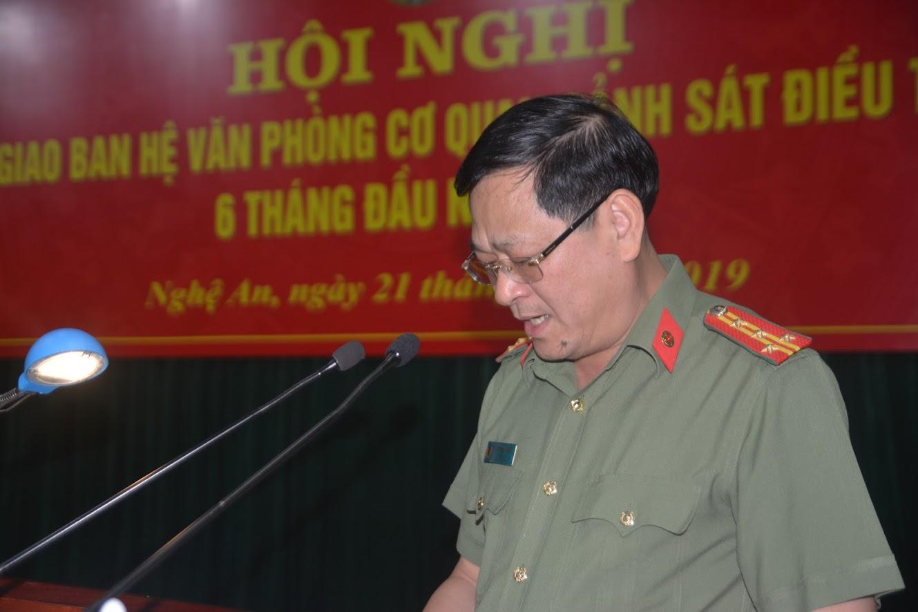 Đại tá Nguyễn Hữu Cầu - Giám đốc CA tỉnh Nghệ An phát biểu chào mừng các đại biểu về dự hội nghị