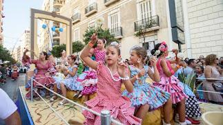 Imagen de la tradicional Batalla de Flores en la Feria de Almería.