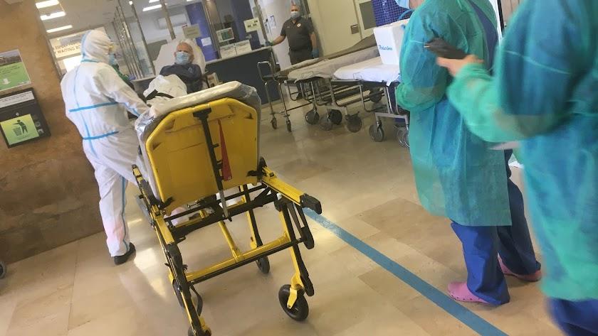Personal sanitario en el Hospital Torrecárdenas.