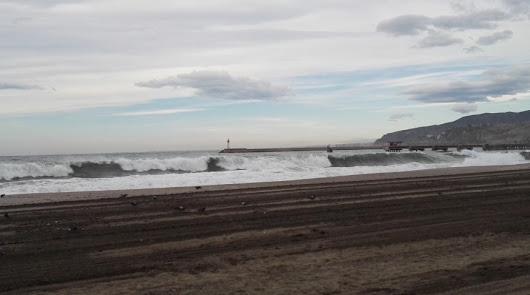 Un día más: avisos naranjas por viento y oleaje en Almería