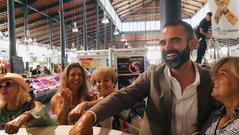 El alcalde de Almería junto a la asociación ARGAR