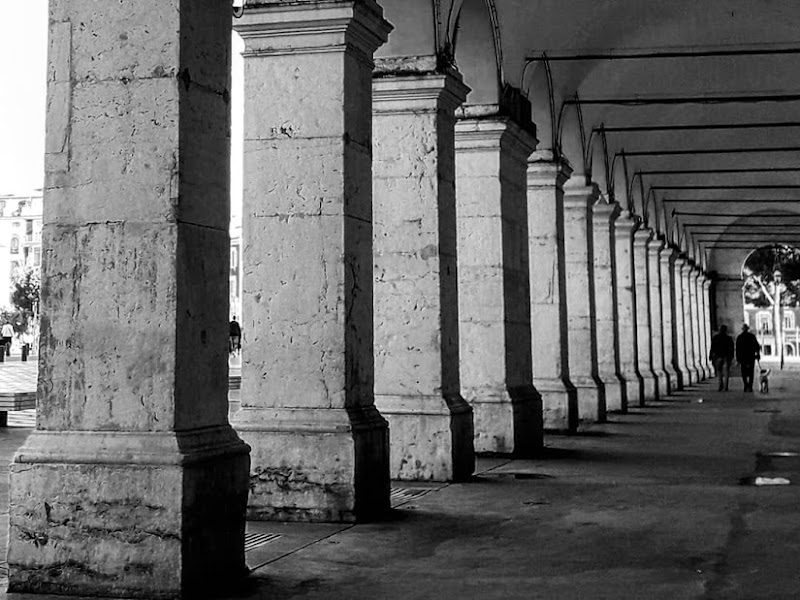 Passeggiata sotto i portici di AlessandraBertelli