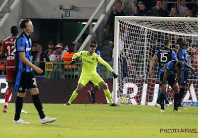 Ivan Leko protège Karlo Letica après la victoire de 2-5 du Club à Zulte Waregem