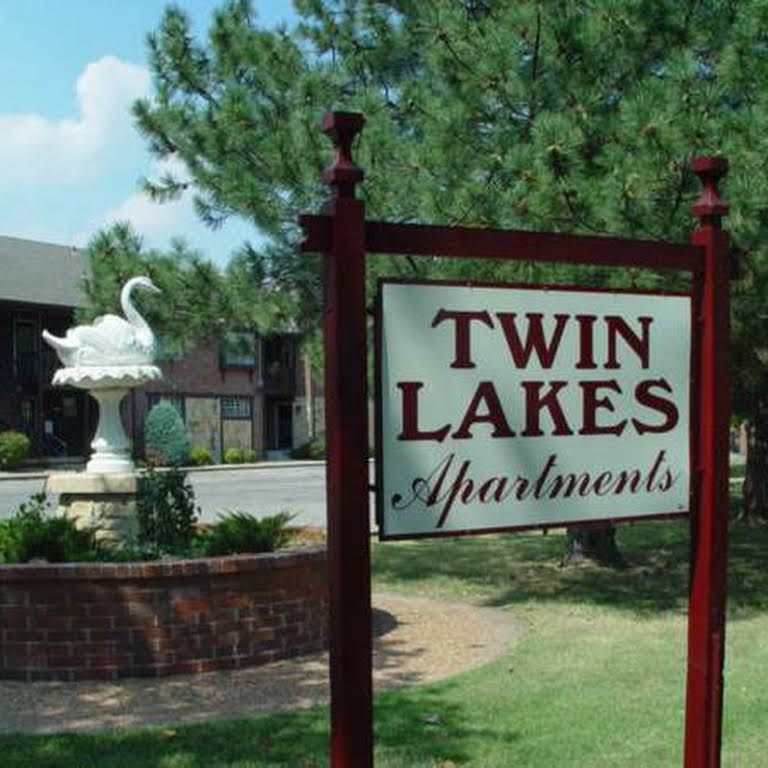 Twin Lakes Apartments Apartment Building In Wichita