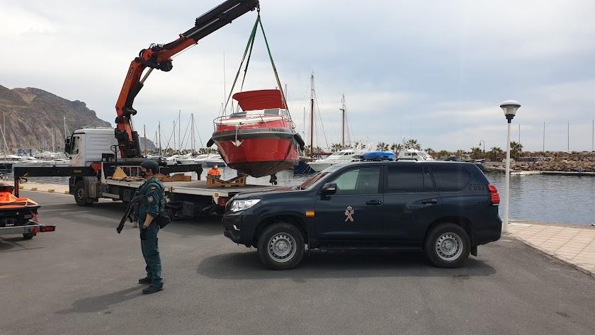 Dispositivo de la Guardia Civil en el Puerto Deportivo de Aguadulce