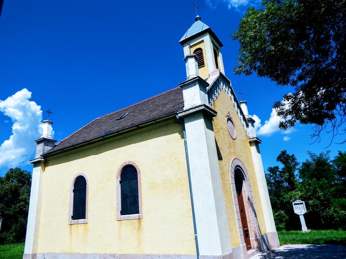 Süttő - Szent Ilona-kápolna és keresztút a kálvária-dombon