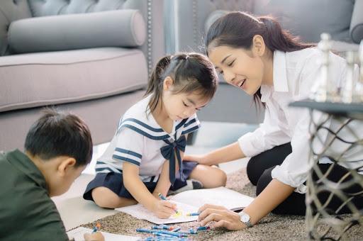 Khả năng tập trung rất quan trọng trong suốt quá trình trưởng thành và phát triển của trẻ. Bố mẹ có thể áp dụng những mẹo trò chơi từ dễ đến khó để bé thúc đẩy năng lực này ở trẻ.
