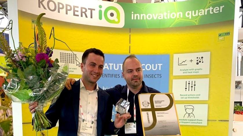 Los desarrolladores de la nueva app tras recibir el premio en Amsterdam