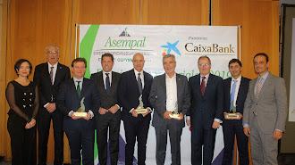 Los galardonados junto a Asempal, Cepyme, Cea y CaixaBank.