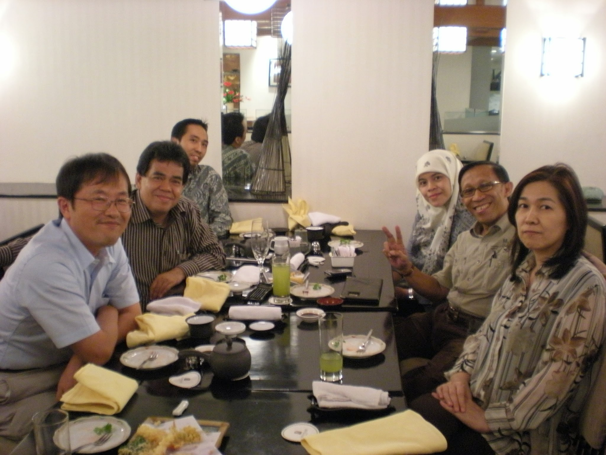 Photo: dinner at Sari Pan Pacific, where I stayed, with Dr. Hafnan (photo by Dr. Sumadi)