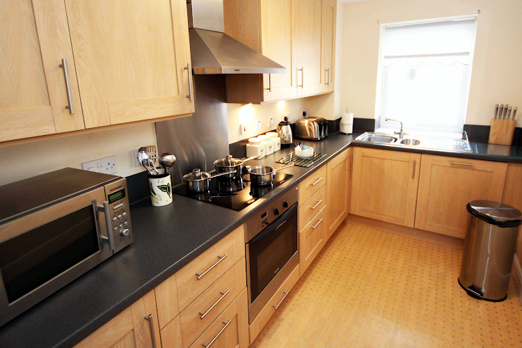 Full kitchen at Knightsbridge Court PU