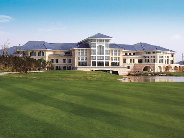 Golden Elephant Golf Hotel