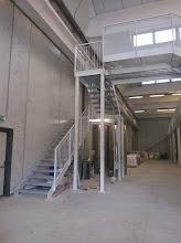 Photo: Scala in ferro verniciata di accesso a soppalco