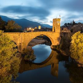 by Gabriela Zandomeni - Buildings & Architecture Bridges & Suspended Structures ( medieval, nightscape, catalonia )