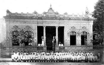 Photo: Grupo Escolar Cruz Machado Construido no Bairro Batel em Curitiba, em 1906